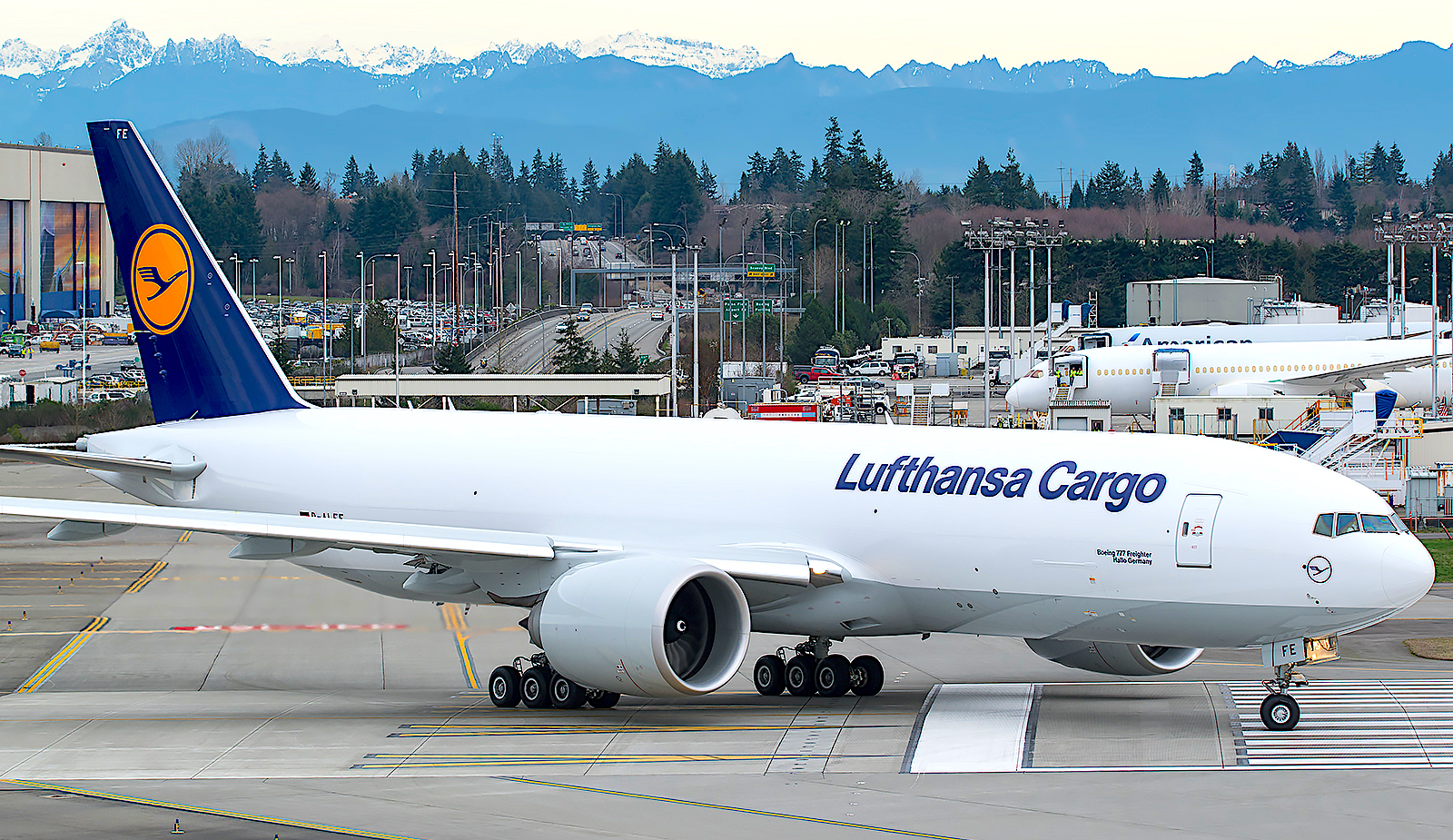 Lufthansa orders four B777s including two B777 Freighters