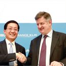 HKIA, Paris CDG sign two MOUs including on cargo development