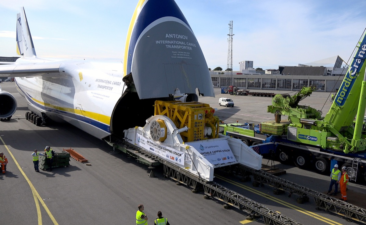 ANTONOV Airlines, Chapman Freeborn test airborne capping stack uplift