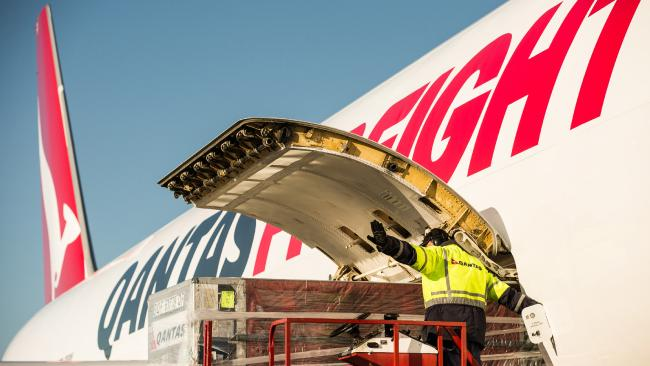 Qantas suspends all int'l flights, freighters continue